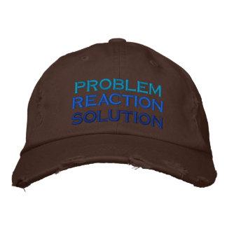 problema, reacción, solución gorra bordada