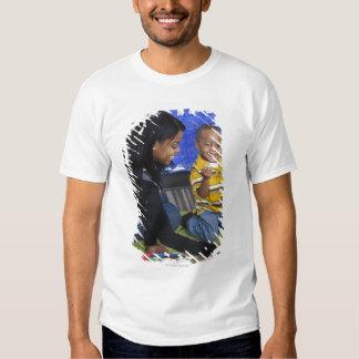 Profesor con el niño en guardería camisetas