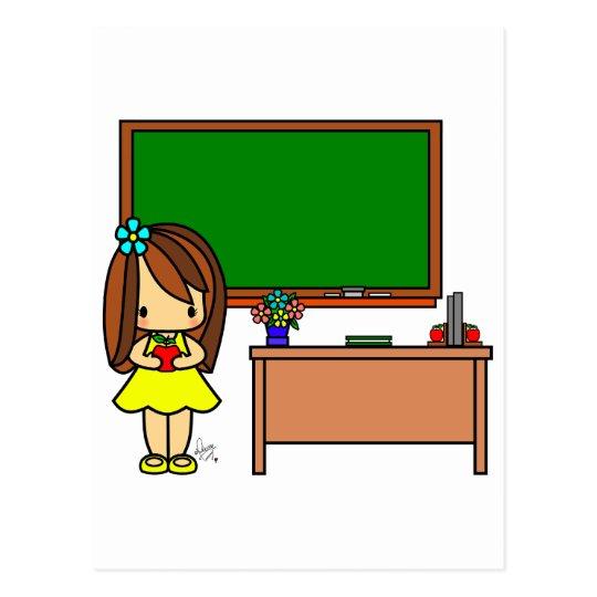 Profesor lindo en su sala de clase que sostiene postal