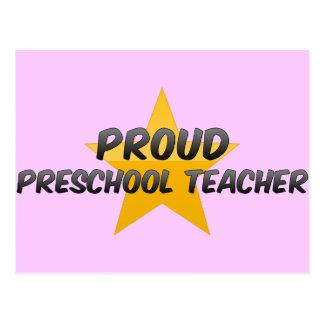 Profesor preescolar orgulloso postal