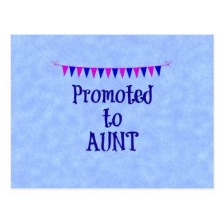 Promovido a la tía, bandera en fondo azul del postal