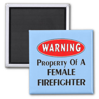 Propiedad de un bombero de sexo femenino imán cuadrado