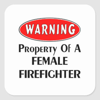Propiedad de un bombero de sexo femenino pegatina cuadrada