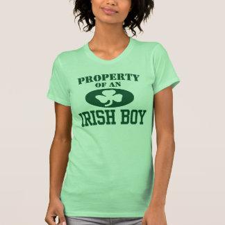 Propiedad de un muchacho irlandés camiseta