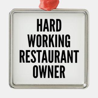 Propietario de restaurante de trabajo duro adorno cuadrado plateado