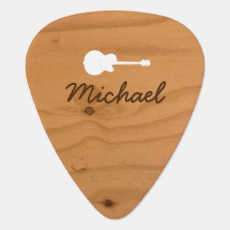 púa de guitarra de madera rústica con nombre