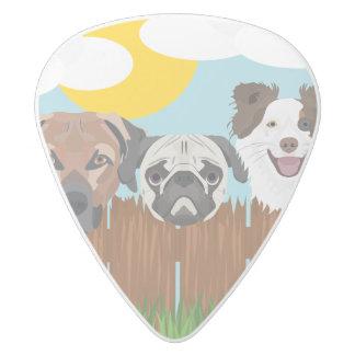 Púa De Guitarra Delrin Blanco Perros afortunados del ilustracion en una cerca de