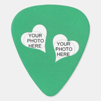 Púa De Guitarra Dos corazones en verde añaden las fotos