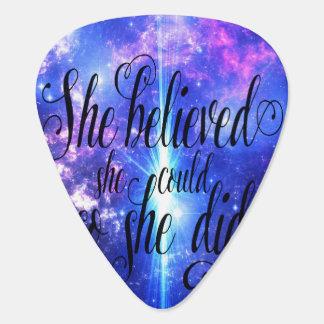 Púa De Guitarra Ella creyó en cielos iridiscentes