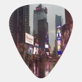 Púa De Guitarra Foto del día lluvioso del Times Square NYC New