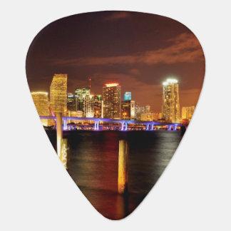 Púa De Guitarra Horizonte de Miami en la noche, la Florida