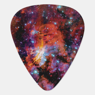 Púa De Guitarra Nebulosa de la gamba de IC 4628 - foto colorida