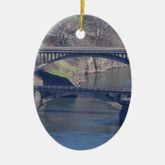 puente adorno navideño ovalado de cerámica