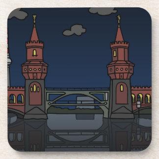 Puente Berlín de Oberbaum en la noche Posavasos
