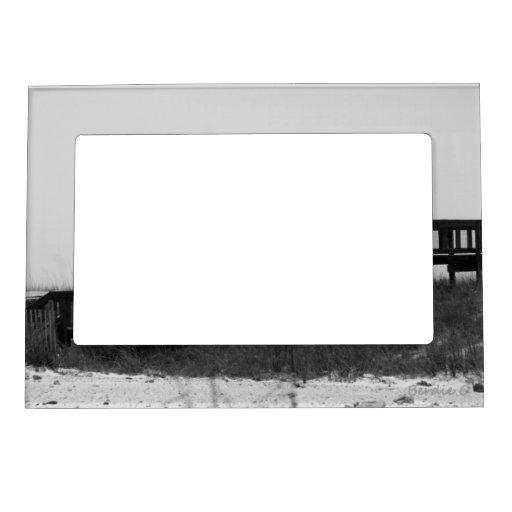 Puente blanco y negro marcos magnéticos