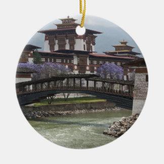 Puente Cantilevered cerca del palacio de Punakha Adorno Para Reyes