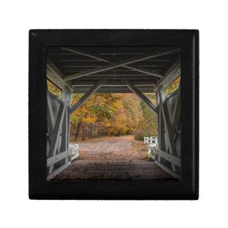 Puente cubierto del camino de Everatt Caja De Regalo