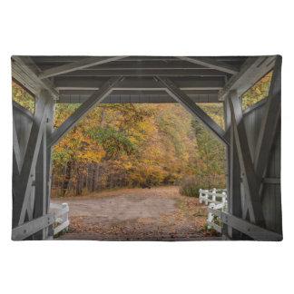 Puente cubierto del camino de Everatt Mantel Individual
