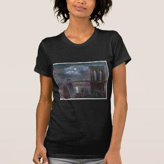 Puente de Brooklyn por claro de luna Camiseta