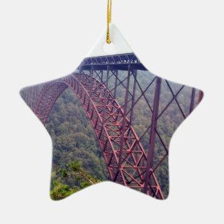 Puente de garganta de nuevo río adorno navideño de cerámica en forma de estrella