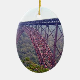 Puente de garganta de nuevo río adorno navideño ovalado de cerámica