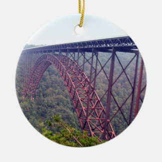 Puente de garganta de nuevo río adorno navideño redondo de cerámica
