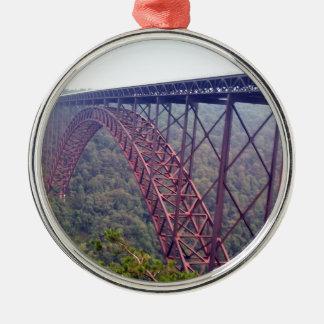 Puente de garganta de nuevo río adorno navideño redondo de metal