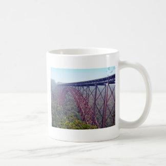 Puente de garganta de nuevo río taza clásica