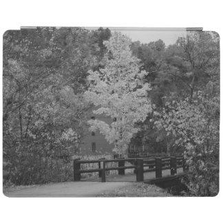 Puente de la calzada al Grayscale del molino del Cover De iPad