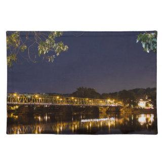 Puente de la noche salvamanteles