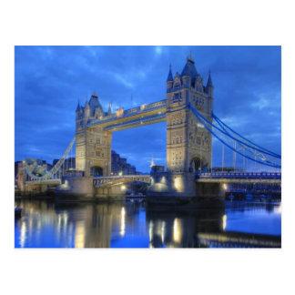 Puente de Londres en la postal de la noche