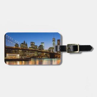 Puente de Manhattan y de Brooklyn en la oscuridad Etiquetas Para Maletas