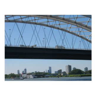 Puente de Rotterdam sobre la postal de la foto de