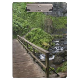 Puente en las caídas de Latourell, garganta del rí