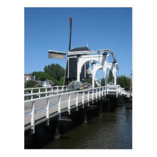 Puente levadizo y molino de viento postal