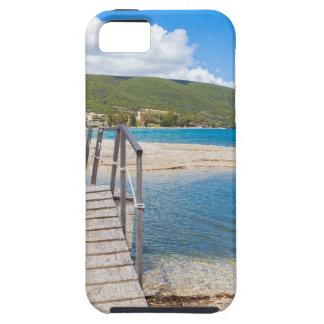 Puente peatonal de madera en la playa griega funda para iPhone SE/5/5s