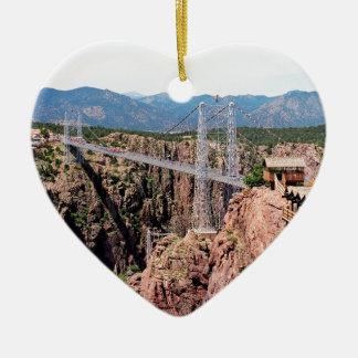 Puente real de la garganta, el más alto de los adorno navideño de cerámica en forma de corazón