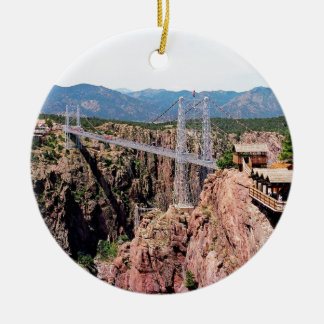 Puente real de la garganta, el más alto de los adorno navideño redondo de cerámica