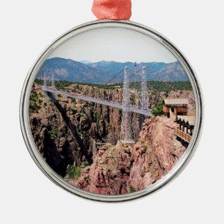 Puente real de la garganta, el más alto de los adorno navideño redondo de metal