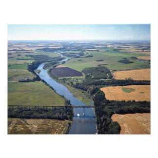 Puente sobre el río de la medicina, al sudoeste de flyer a todo color