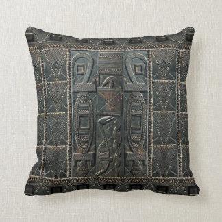 Puerta africana que talla la almohada de la