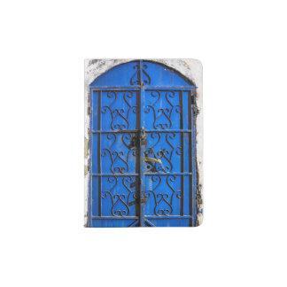 Puerta de acero azul portapasaportes