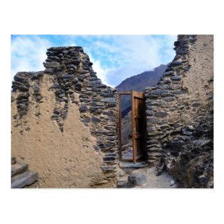 Puerta del templo de Pumatallis al rastro del Postal