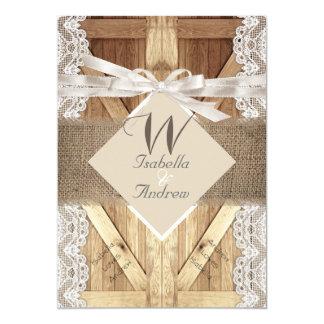 Puerta rústica que casa la arpillera de madera 2 invitación 12,7 x 17,8 cm