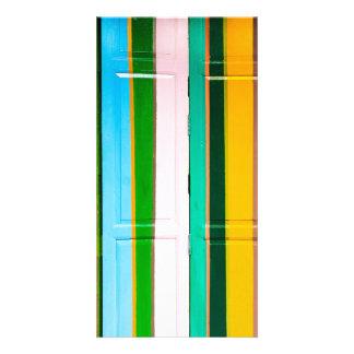 Puertas coloridas del garaje tarjeta
