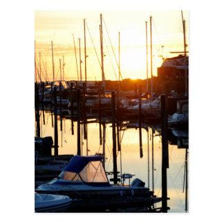Puerto deportivo de la salida del sol postal