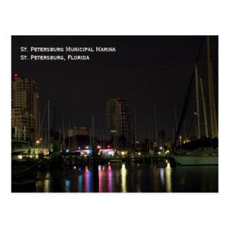 Puerto deportivo de St Petersburg en la postal de