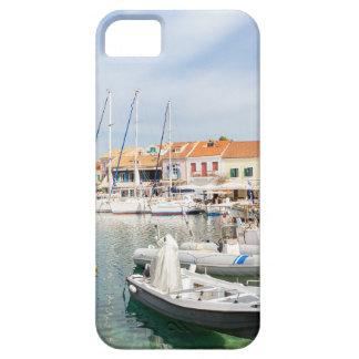 Puerto griego con los barcos de navegación en funda para iPhone SE/5/5s