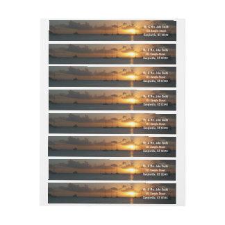 Puesta del sol con la foto tropical del paisaje de
