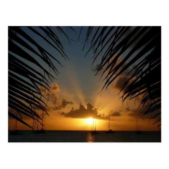 Puesta del sol con paisaje marino tropical de las postal